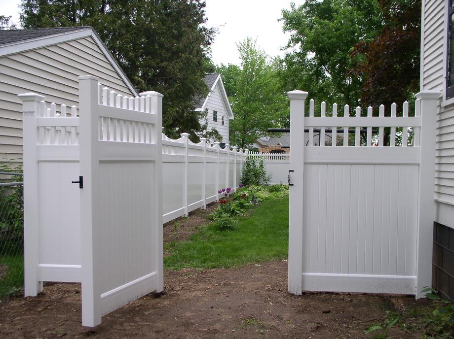 Vinyl picket fencing in Antigo, WI