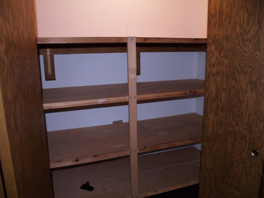 Suite 5 - Closet