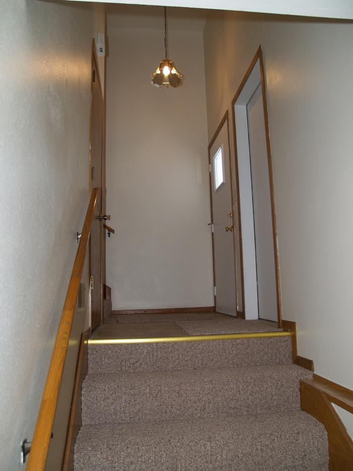 Foyer (garage to upper floor)