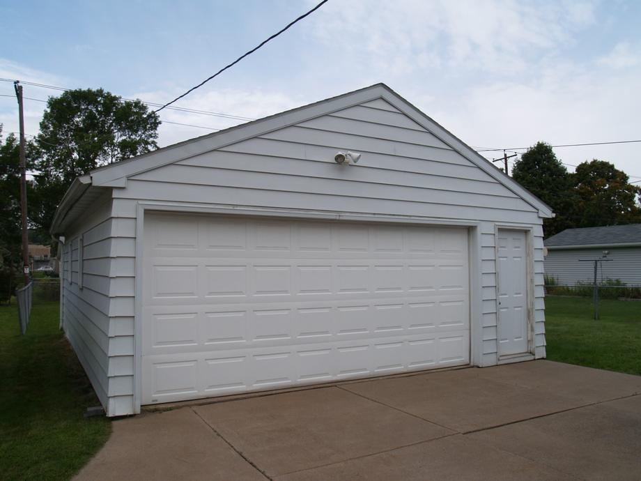 ... Garage ...